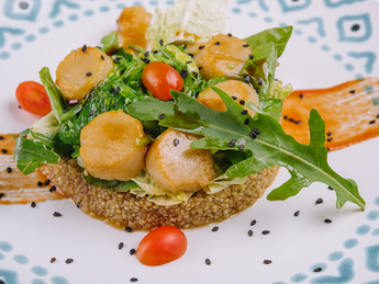 Warm salad with scallops Saint-Jacques and quinoa