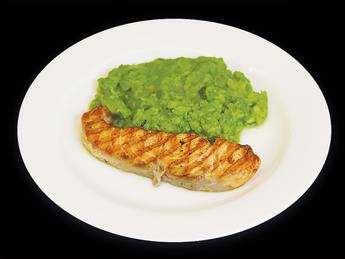 Запеченный лосось с пюре из брокколи
