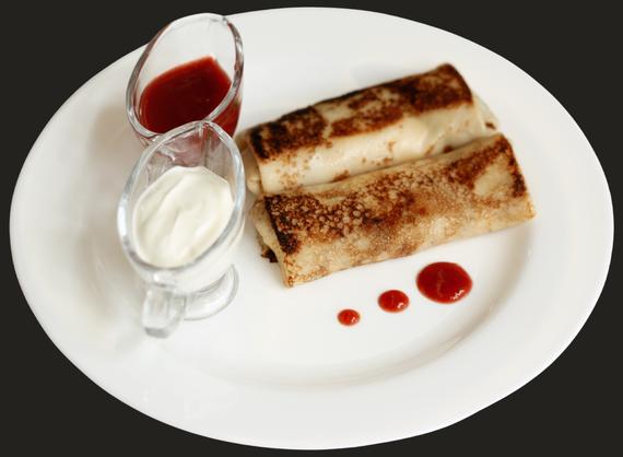 Pancakes with ricotta and raisins