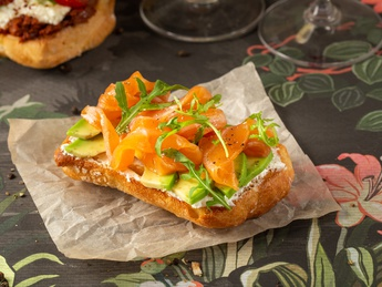 Bruschetta with salmon and avocado