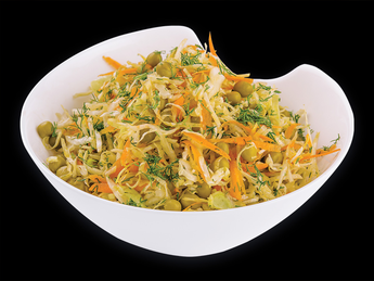 Салат из капусты и зелёного горошка