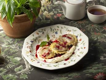 Ravioli with cherry and cream