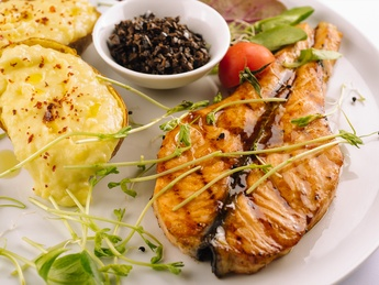 Salmon steak with mashed potatoes