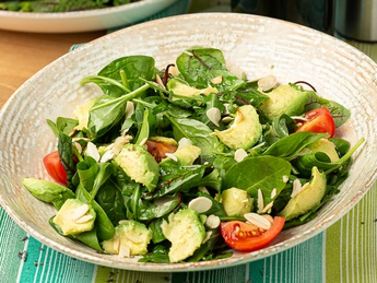 Green salad with avocado and tomatoes
