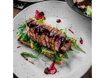 Duck breast salad with on puff pastry