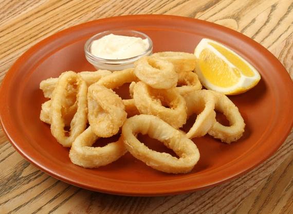 Fried calamari rings with tartar sauce