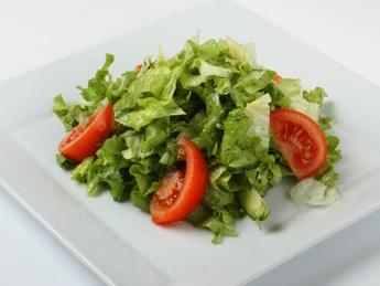 Зеленый салат с соусом винегрет