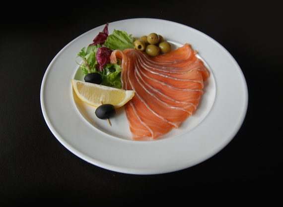 Somon ușor sărat cu olive