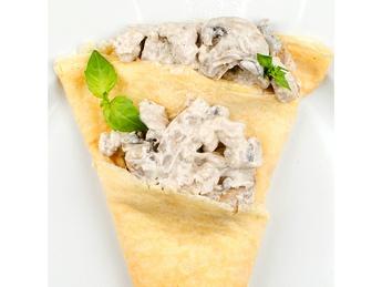 Блин с курицей и грибами в сливочном соусе