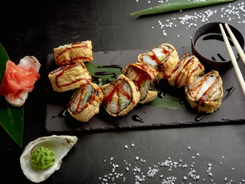Sake tempura hot roll