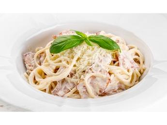 Spaghetti in carbonara sauce