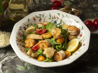 Green salad with avocado and shrimps