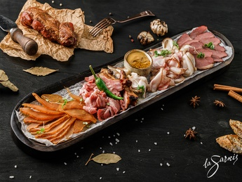 Smoked meats plate