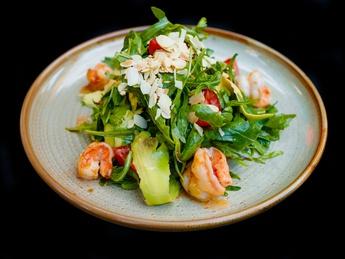 Arugula and shrimp salad
