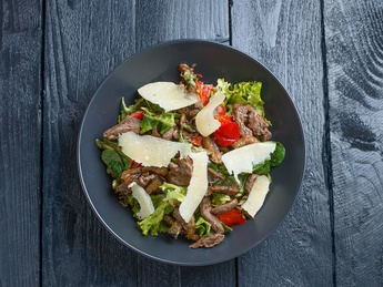 Grilled veal salad with oyster mushrooms