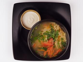 Традиционный суп из курицы и домашней лапши