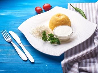 Mamaliga with cheese