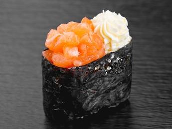 Gunkan with salmon cheese