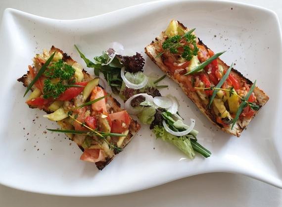 Bruschetta with baked vegetables