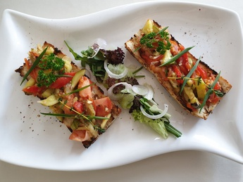 Bruschetta with baked vegetables