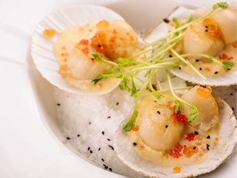 Grilled scallops Saint-Jacques with red caviar sauce