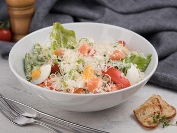 Salată Caesar cu somon