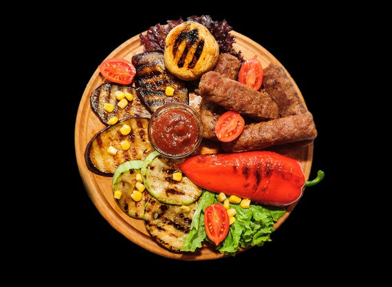"""""""Mititei"""" with grilled vegetables"""