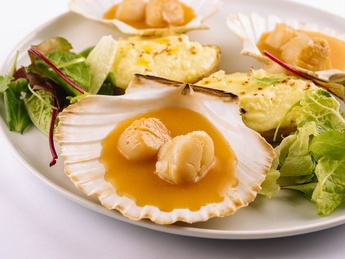 Scallops  Saint-Jacques stew in lobster sauce
