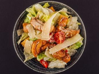 Salată Cezar cu pui