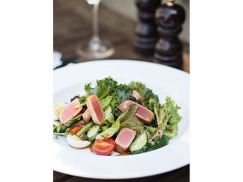 Salad leaves with fried tuna