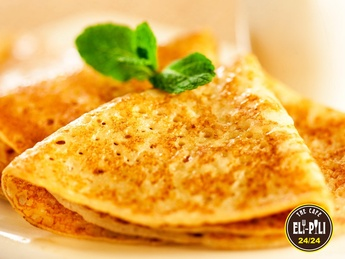Pancakes with cottage cheese and sour cream