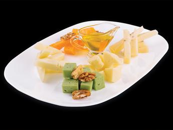 """""""Ferma cu Origini"""" cheese platter"""