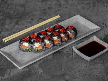 Roll Black Salmon