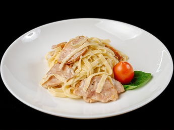 Fettuccine pasta with smoked chicken breast
