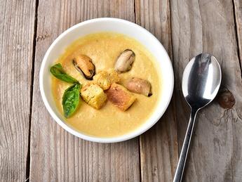 Supă-cremă cu midii și cocos
