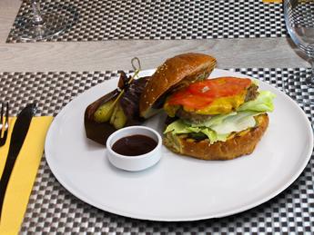 Burger in Dor Blue sauce