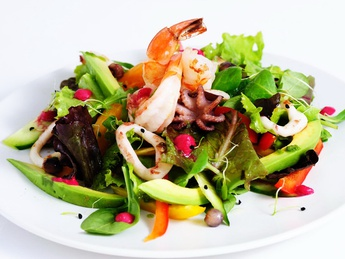 Seafood salad with apricot sauce