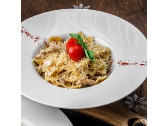 Pasta with rabbit and porcini mushrooms