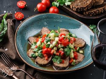 Salad wirh roast beef and ponzu sauce