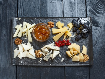 Five cheeses board to pair with wine