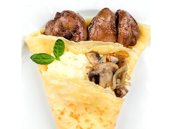 Pancake with liver and mashed potatoes