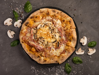 Пицца с прошутто котто и грибами