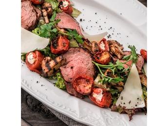 Салат-микс с телятиной и печеными овощами