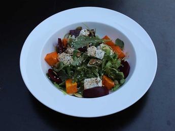 Salata cu dovleac, svekla si cascaval  Feta