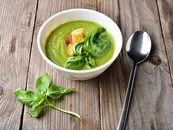 Supă-cremă cu spanac și crevete
