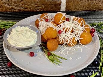 Potato balls with cheese