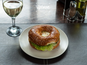 Bagel with grilled vegetables