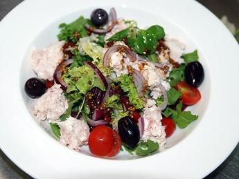 Salată cu ton și ricotă