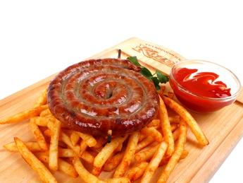 Колбаски гриль с картофелем фри