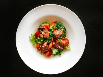 Salad with broccoli and dried tomatoes